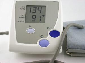 visok pritisak 300x223 Krvni pritisak, hipertenzija i trčanje